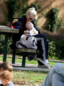 14 Celebrity Moms Breastfeeding In Public | Baby Care Tips & Informations